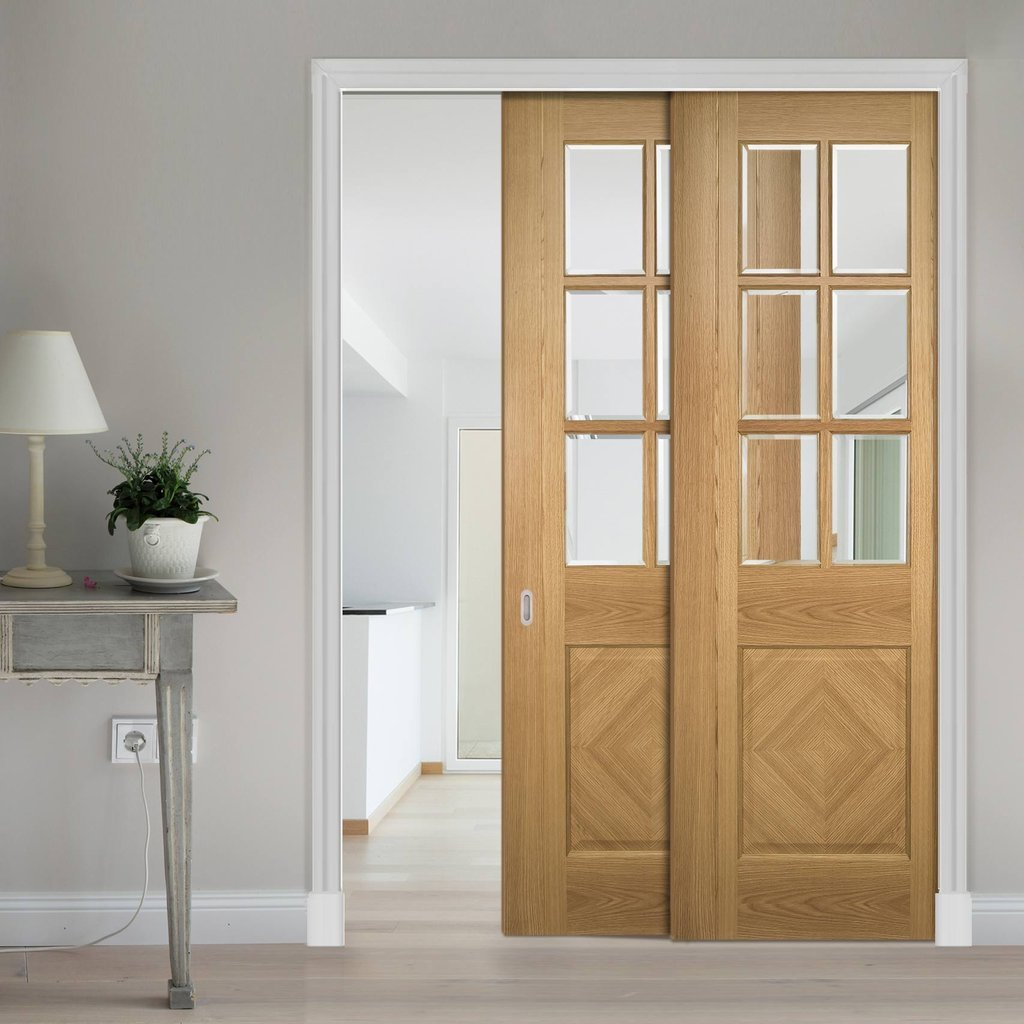 Kensington Oak Veneer Staffetta Twin Telescopic Pocket Doors - Clear Bevelled Glass - Prefinished