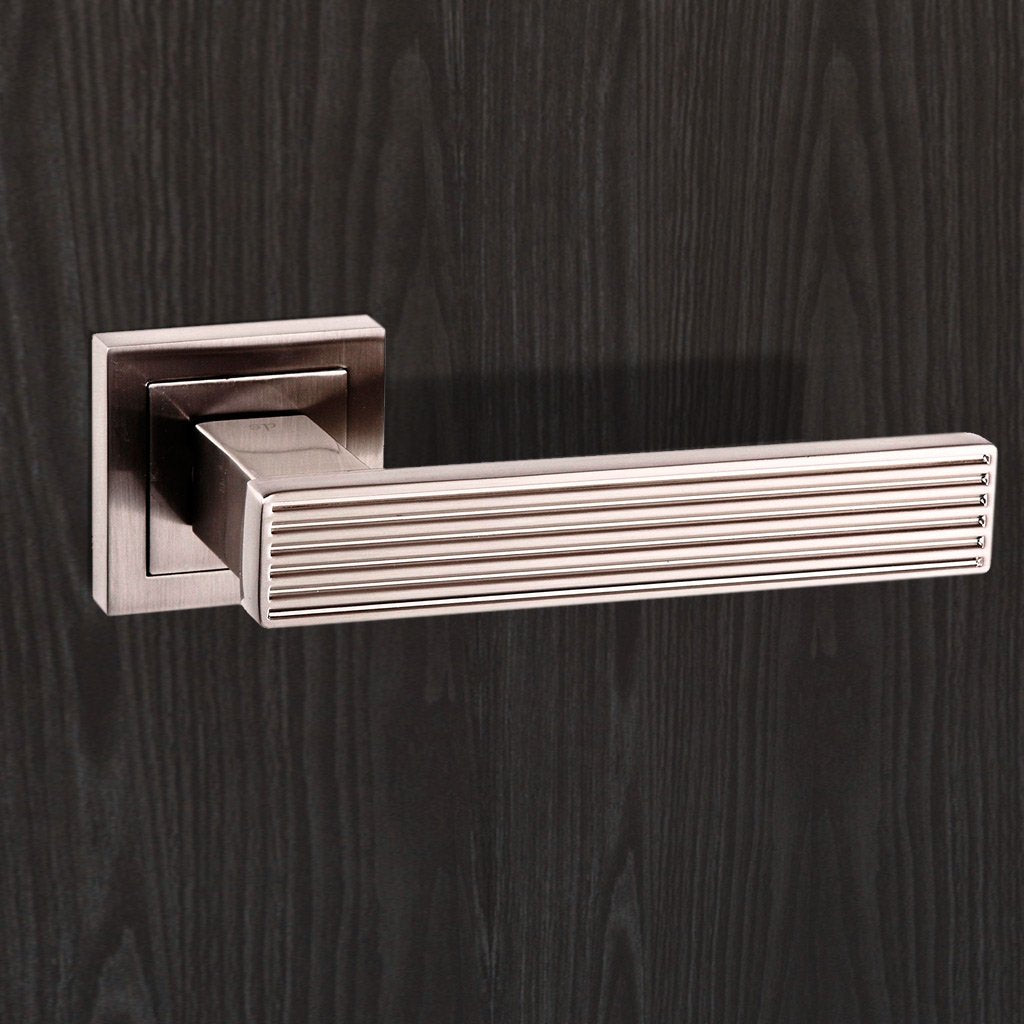 Senza Pari Dritto Lever on Square Rose - Satin Nickel