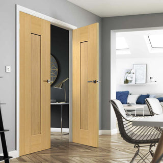 Image: J B Kind Axis Oak Shaker Panel Door Pair - Prefinished