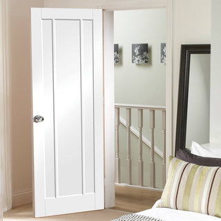 Image: Worcester traditional door style from XL Joinery UK