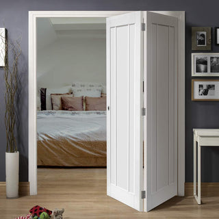 Image: Bespoke Thrufold Worcester White Primed 3P Folding 2+0 Door