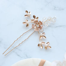 Load image into Gallery viewer, Gold Flower Hair Pin