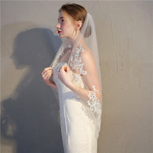 Load image into Gallery viewer, Elegant Crystal Beaded Bridal Veil Single Layer