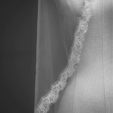 Load image into Gallery viewer, White Lace Veil Single Layer