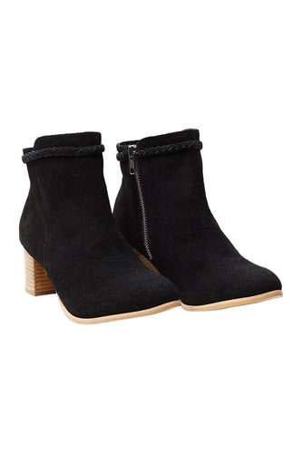 b&ive Lavaux boots - OnyxCan't forget boots! A winter go to! The perfect pair of boots to finish your outfit.100% suede, synthetic sole, wood stack heel