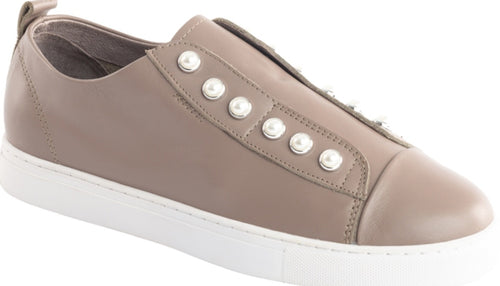 hinako Pearl shoes! Be seen in the latest on-trend . Who doesn't love pearls? With twin rows across the upper of this Hinako pull-on sneaker, these shoes are both stylish and super comfortable. The white rubber sole is 2.5cm