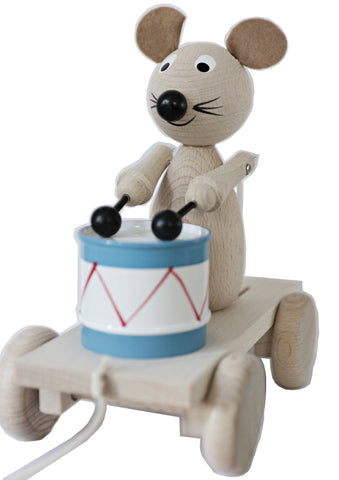 Handmade, high quality wooden toys for children and babies. Pull along wooden drummer mouse from Ella & Frederik available at Suzemu gift shop.