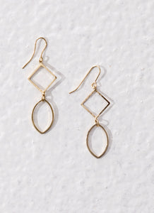 Fair trade ethical jewellery. Drop earrings made of brass. Sustainable fashion and vegan.