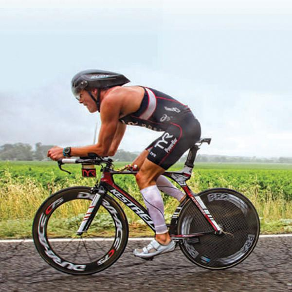 Cyclist wearing CEP compression sleeves
