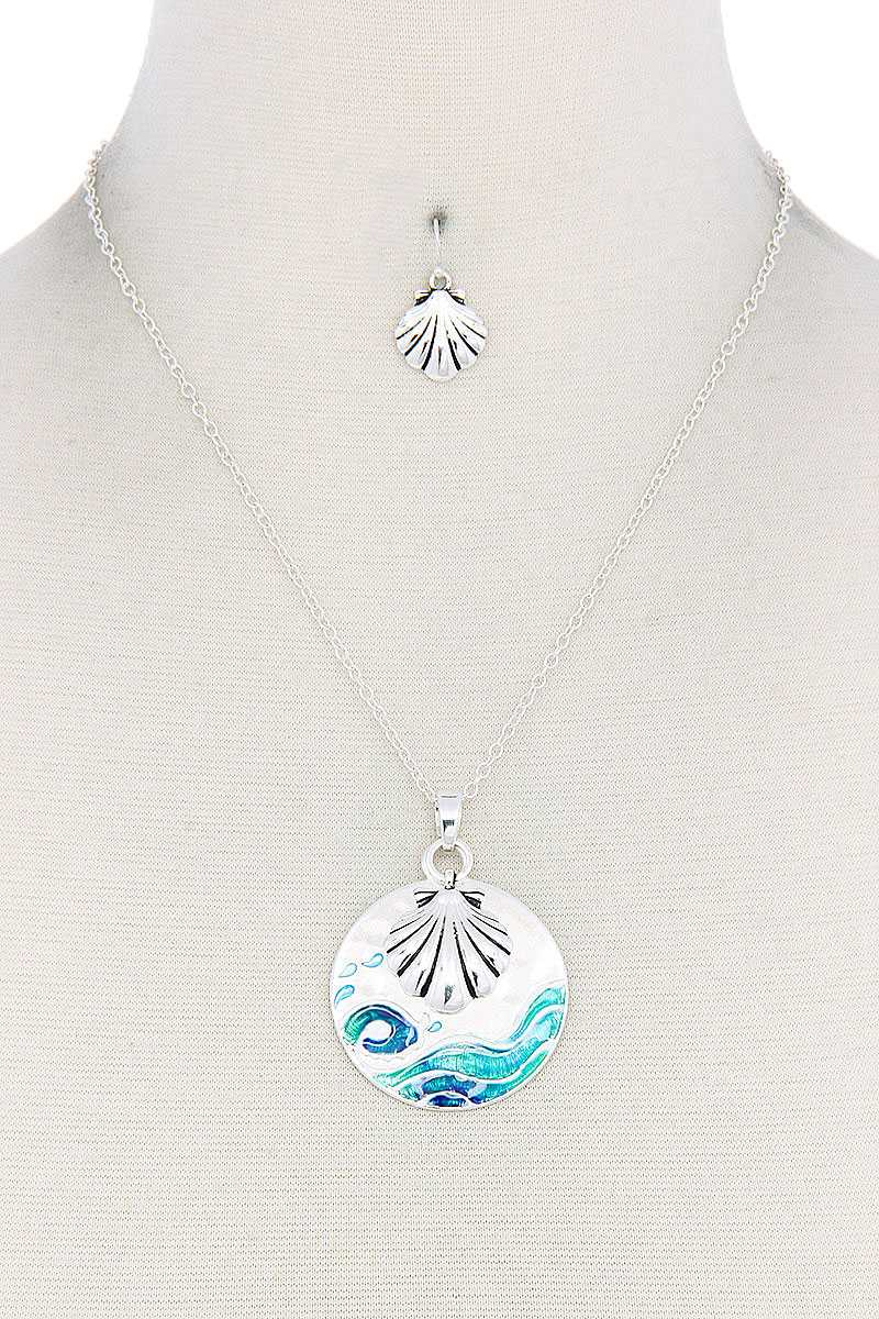 Seashell Round Metal Pendant Necklace