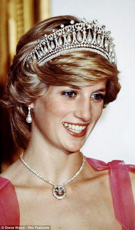 Princess Diana and Duchess of Cambridge wearing Royal Pearl jewellery including the famous Cambridge Lover's Knot Tiara