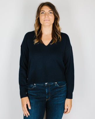 360 Cashmere Clothing Niomi Cropped V Neck in Navy