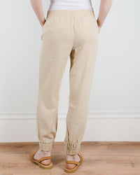 Bella Dahl Clothing Easy Jogger in Soft Khaki