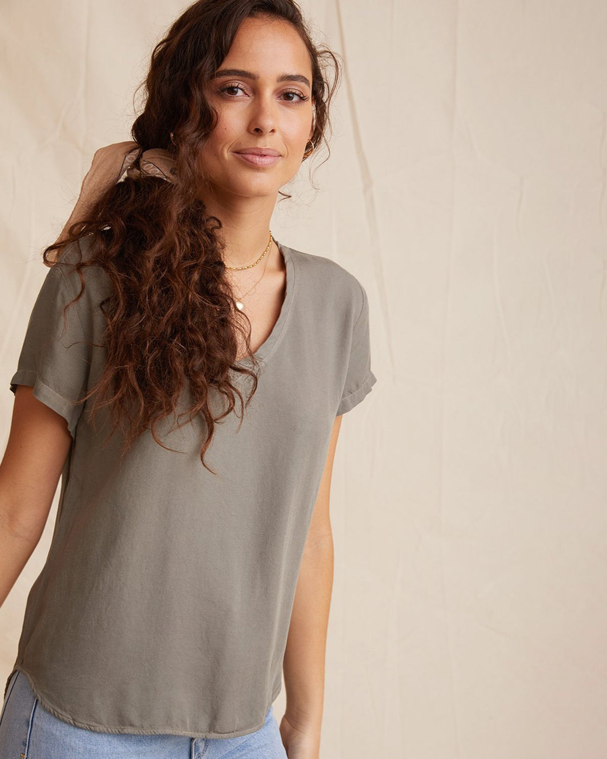 Bella Dahl Clothing V Neck Tee in Soft Army