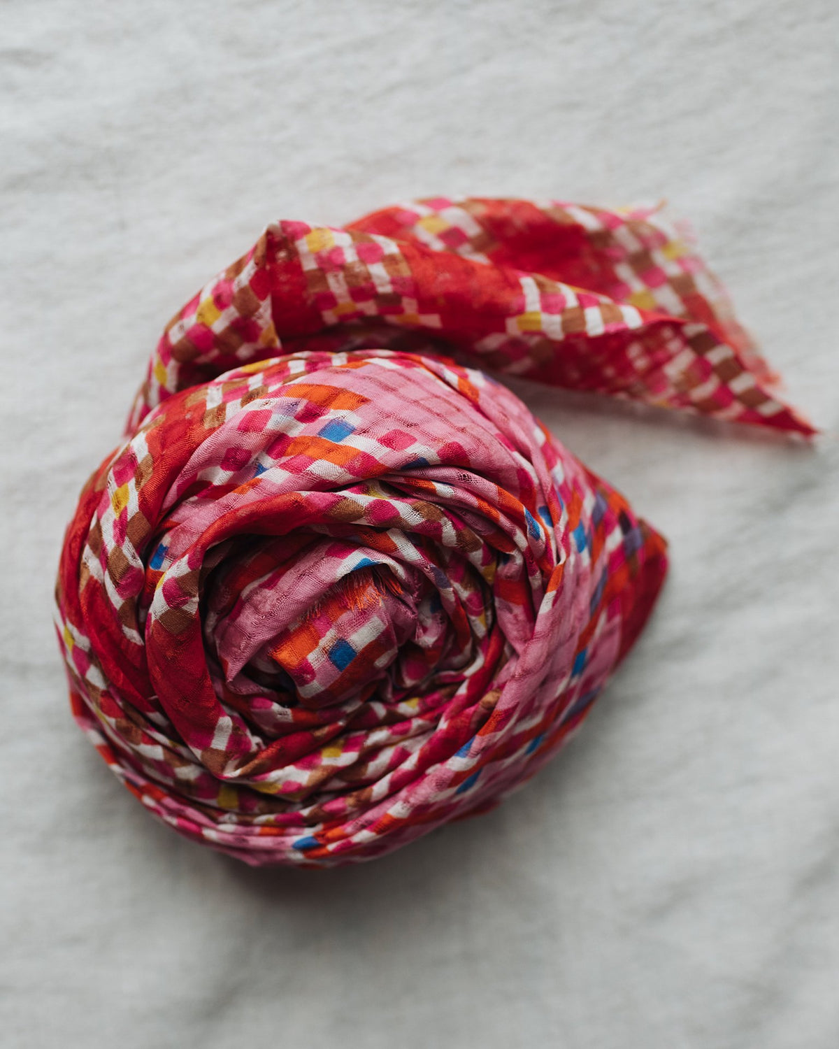 Épice Accessories Geo Diamond Scarf in Rouge