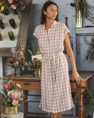 Trovata Birds of Paradis Clothing Astrid Easy Dress in Blush Check