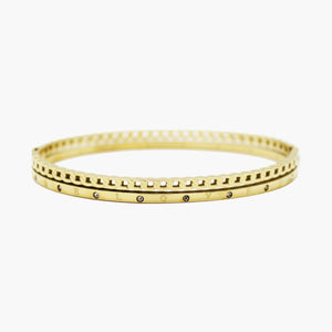 Brazalete gold bangle troquelado con circones