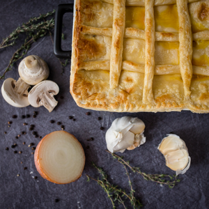 Classic chicken, mushroom and thyme puff pie 1kg