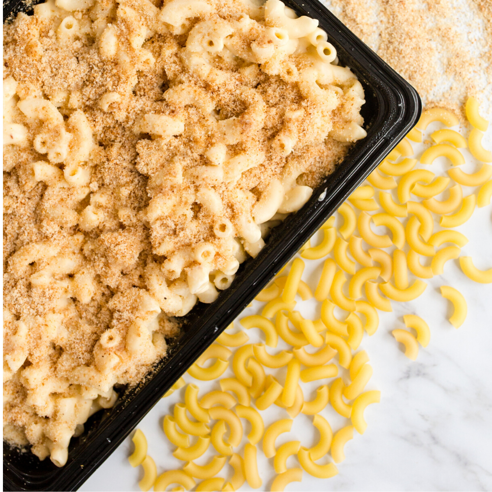 Creamy mac 'n cheese topped with crunchy breadcrumbs 1kg