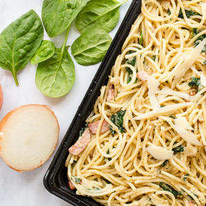 Creamy spinach carbonara topped with crispy bacon bits 1kg
