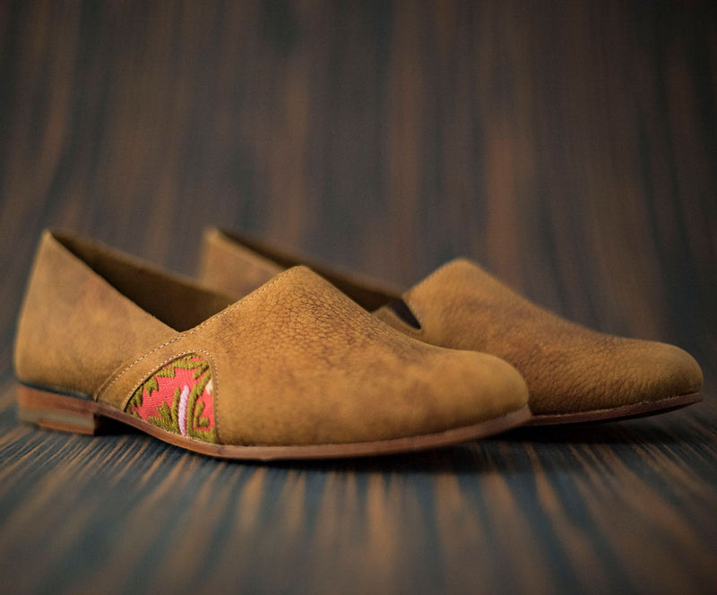 Woman slippers in brown leather with pink and green textile - TOCO MADERA - Handcraft shoe from Mexico - Handmade shoe