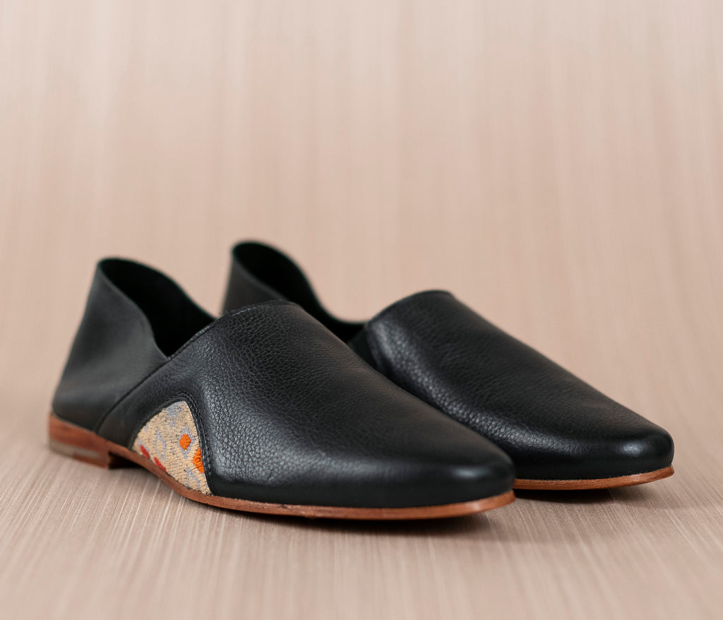 Black leather slippers with gray and beige textile - TOCO MADERA - Handcraft shoe from Mexico - Handmade shoe