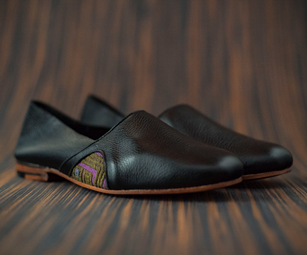 Black leather slippers with purple and green textile - TOCO MADERA - Handcraft shoe from Mexico - Handmade shoe