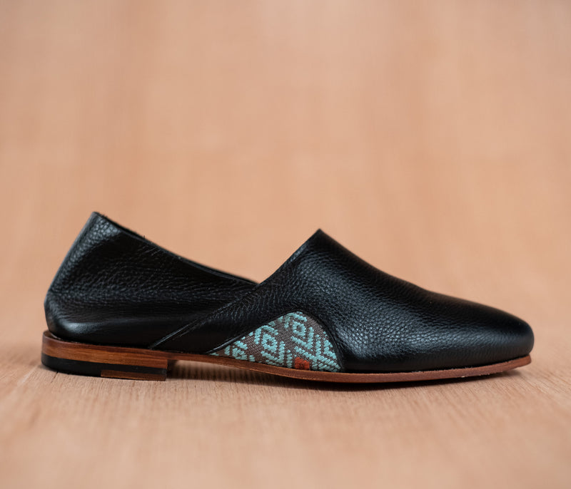 Black leather slippers for men with sky and gray textile - TOCO MADERA - Handcraft shoe from Mexico - Handmade shoe