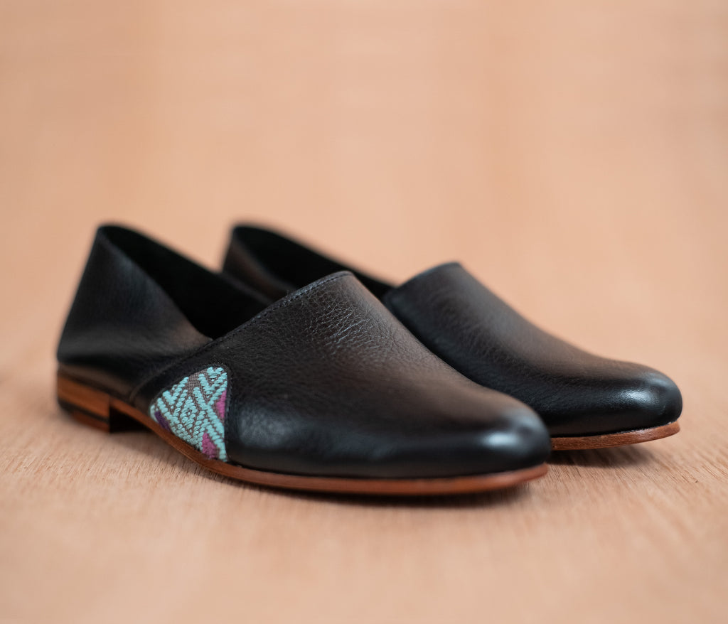 Black leather slippers for women with sky and gray textile - TOCO MADERA - Handcraft shoe from Mexico - Handmade shoe
