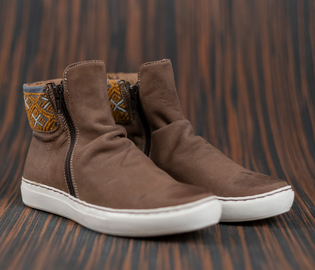 Brown leather chacoteros with gray and gold textile - TOCO MADERA - Handcraft shoe from Mexico - Handmade shoe