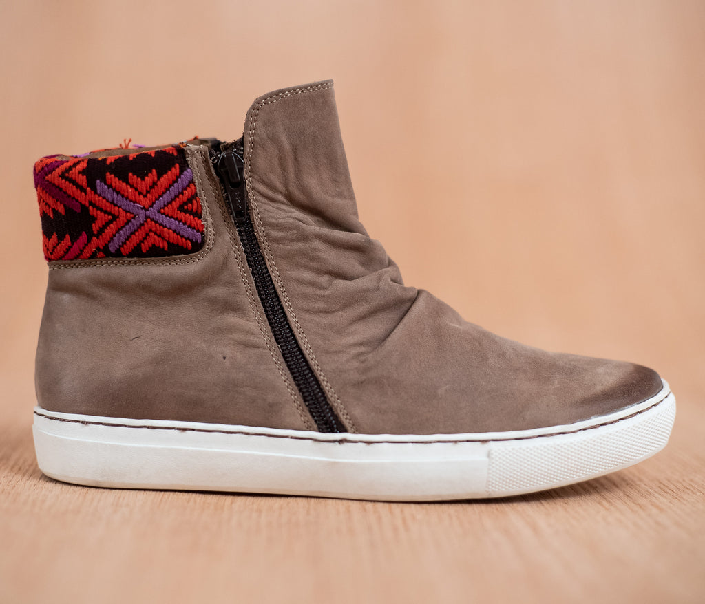 Chacoteros of brown leather with Red and Black textile - TOCO MADERA - Handcraft shoe from Mexico - Handmade shoe