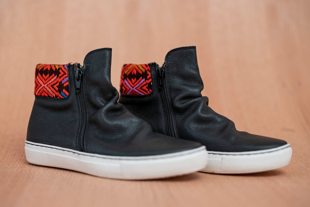 Black leather shawls with purple and orange textile - TOCO MADERA - Handcraft shoe from Mexico - Handmade shoe