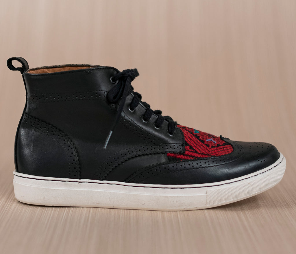 Black leather man boot with black and red textile - TOCO MADERA - Handcraft shoe from Mexico - Artisan shoe