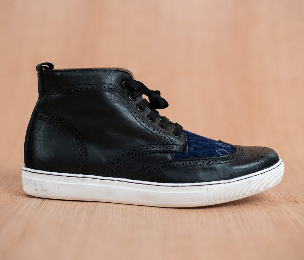 Black leather manija boot with blue and black textile - TOCO MADERA - Handcraft shoe from Mexico - Handmade shoe
