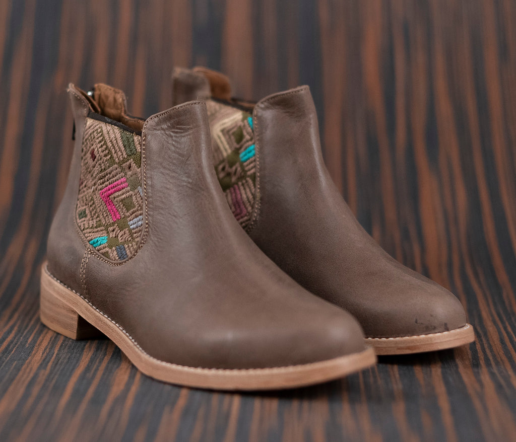 Brown leather woman thunders with brown and brown textile - TOCO MADERA - Handcraft shoe from Mexico - Handmade shoe