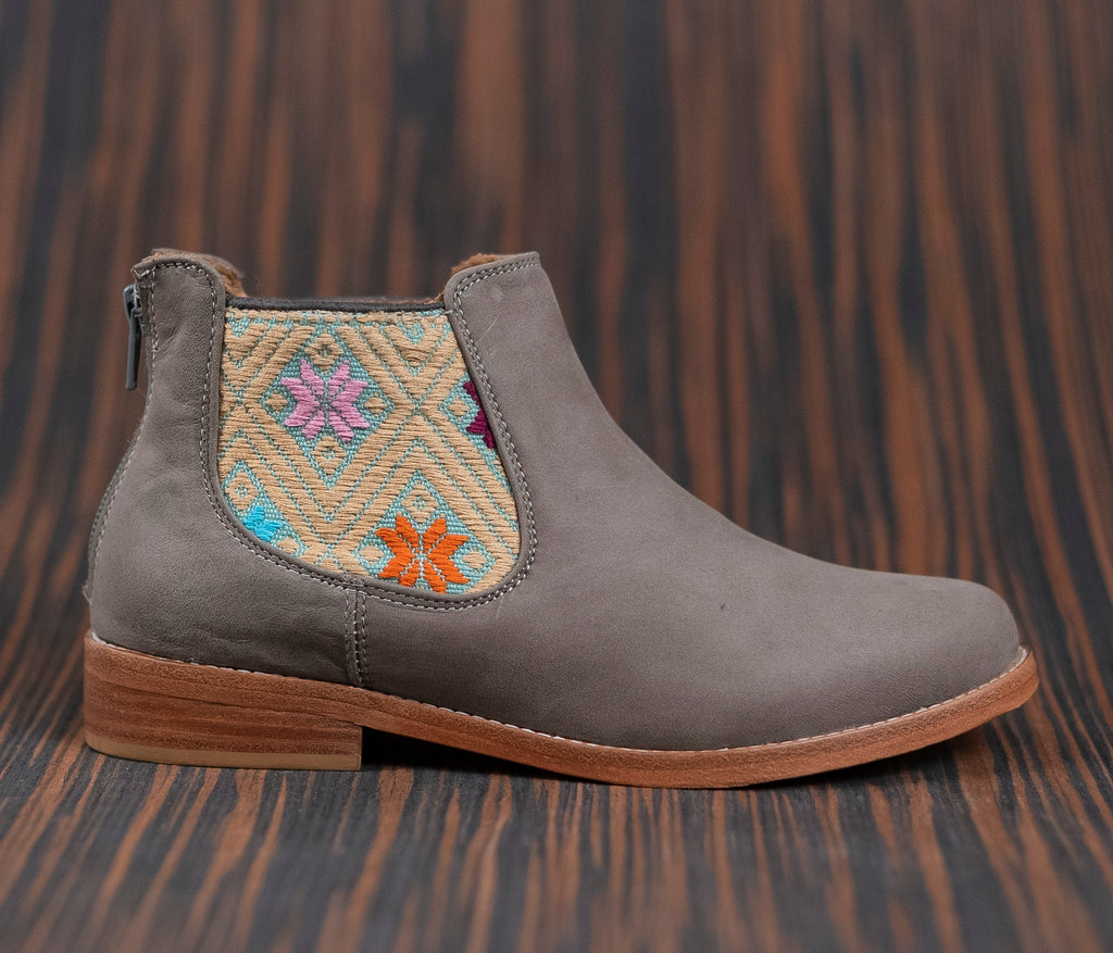 Gray leather woman thunders with light blue and beige textile - TOCO MADERA - Handcraft shoe from Mexico - Handmade shoe