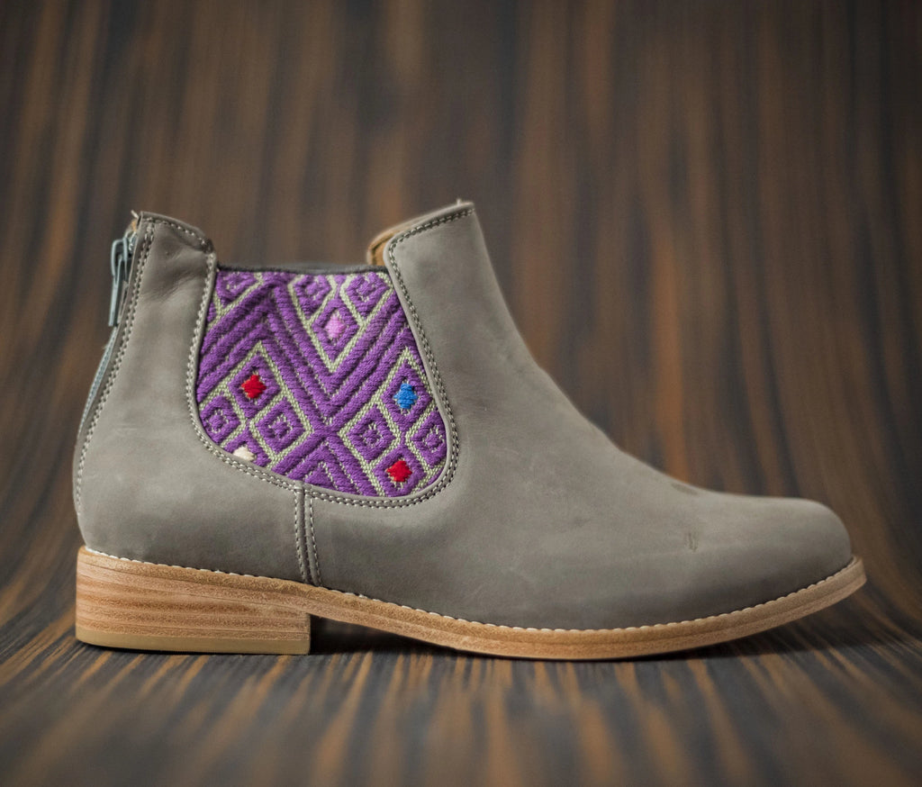 Gray leather woman thunders with gray and purple textile - TOCO MADERA - Handcraft shoe from Mexico - Handmade shoe