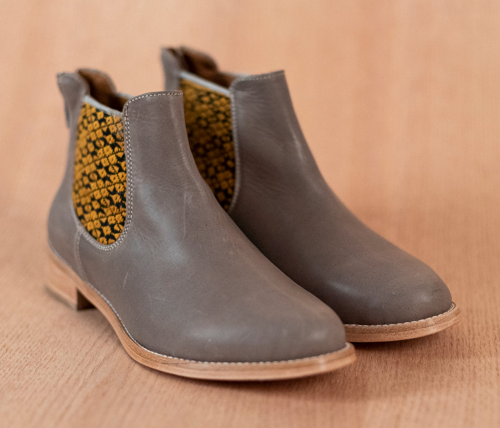 Gray leather woman thunders with black and yellow textile - TOCO MADERA - Handcraft shoe from Mexico - Handmade shoe