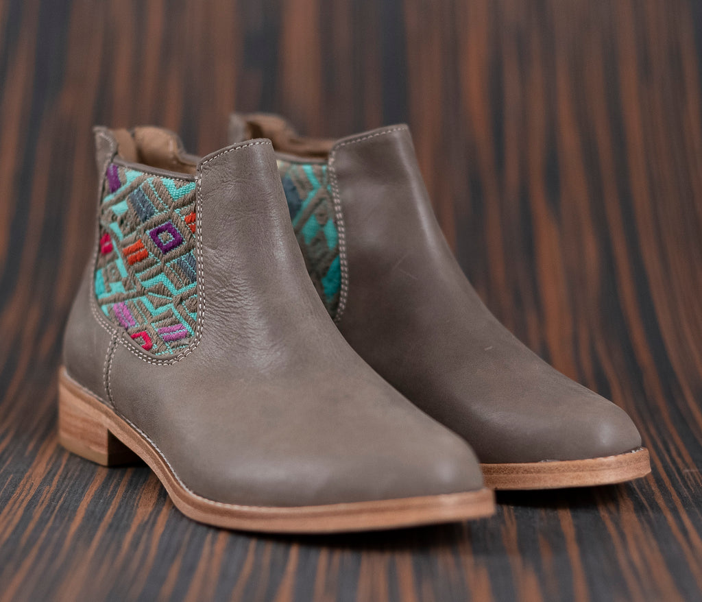 Gray leather woman thunders with turquoise and green textile - TOCO MADERA - Handcraft shoe from Mexico - Handmade shoe