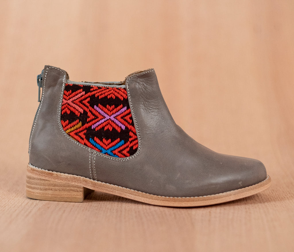 Gray leather woman thunders with purple and orange textile - TOCO MADERA - Handcraft shoe from Mexico - Handmade shoe