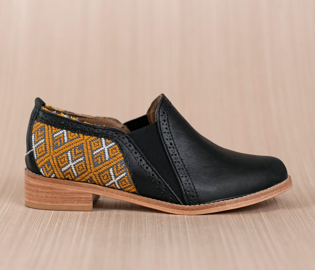 Black leather bailongo with gray and gold textile - TOCO MADERA - Handcraft shoe from Mexico - Handmade shoe