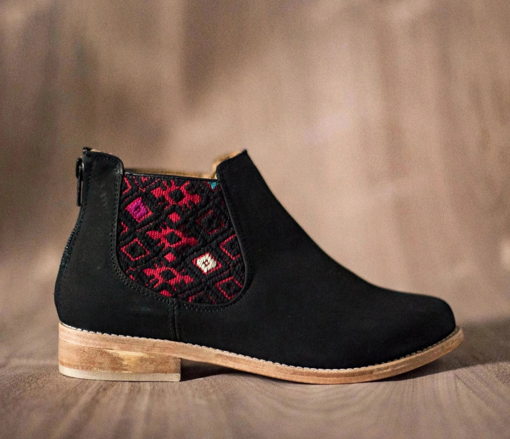 Black leather woman thunders with red and black textile - TOCO MADERA - Handcraft shoe from Mexico - Handmade shoe