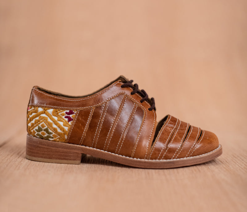 Chachareros in brown leather with yellow and white textile - TOCO MADERA - Handcraft shoe from Mexico - Handmade shoe