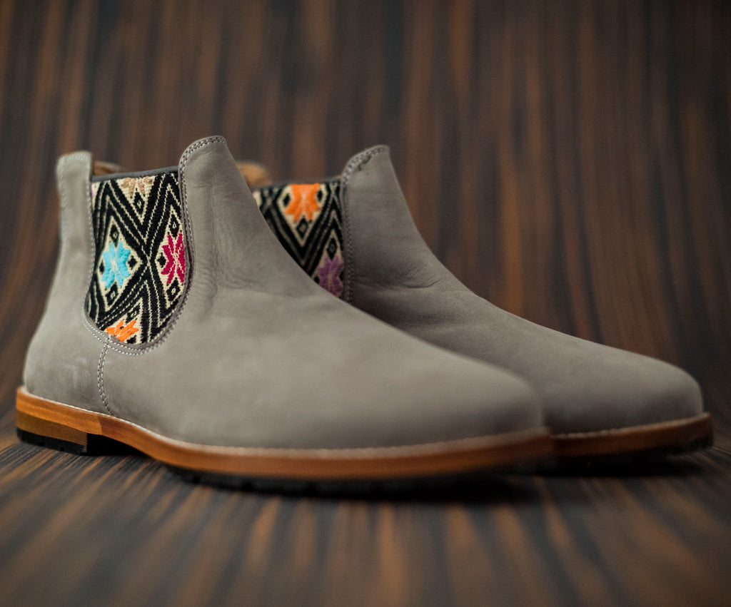 Gray leather man thunders with beige and black textile - TOCO MADERA - Handcraft shoe from Mexico - Handmade shoe