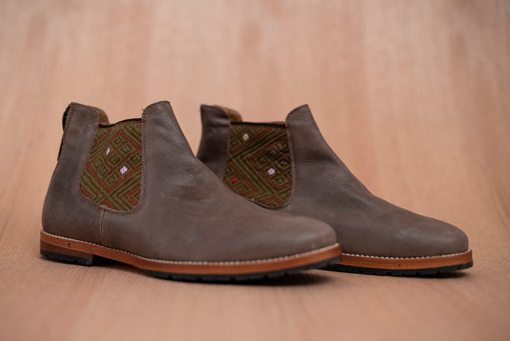 Brown leather man thundering machines with brown and green textile - TOCO MADERA - Handcraft shoe from Mexico - Artisan shoe