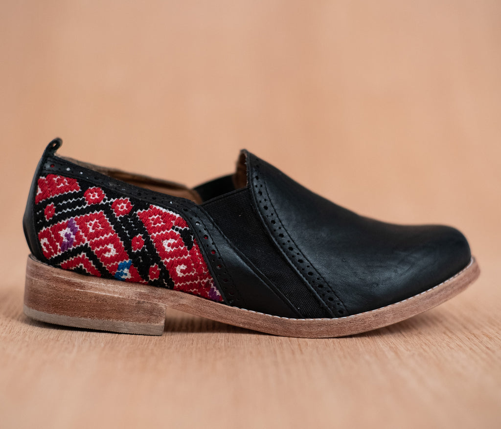 Black leather dance shoes with white and red textile - TOCO MADERA - Handcraft shoe from Mexico - Handmade shoe