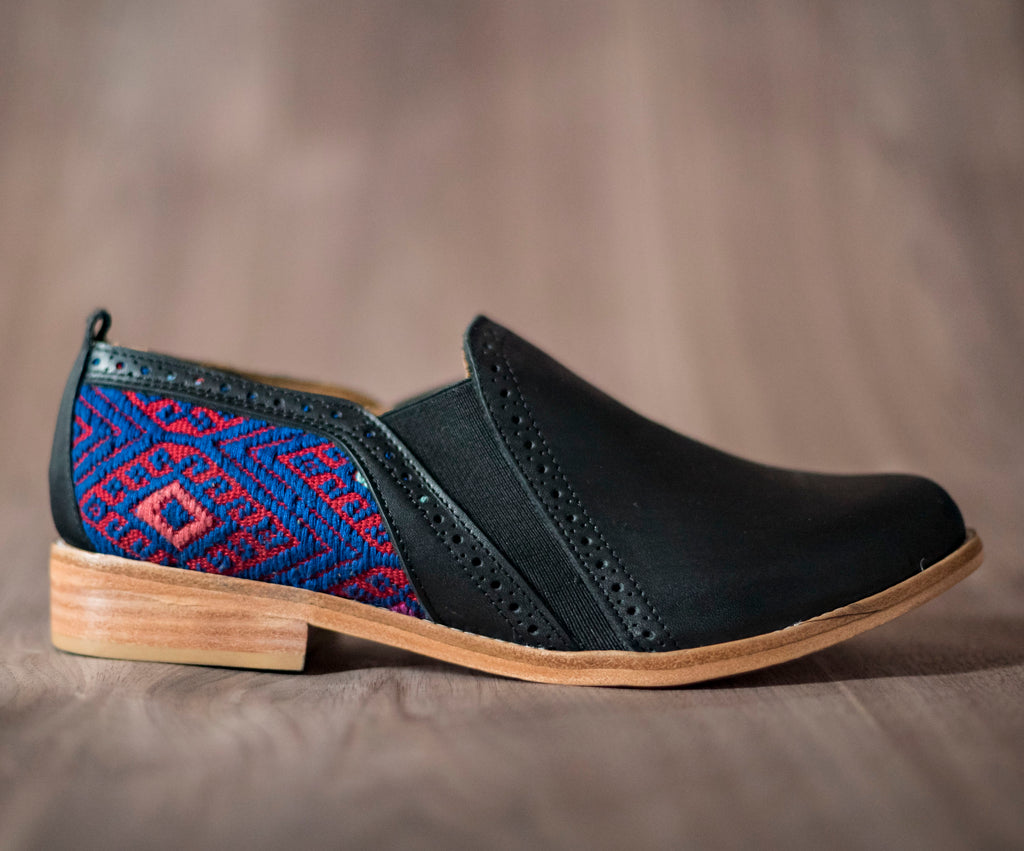 Black leather bailongo with red and blue textile - TOCO MADERA - Handcraft shoe from Mexico - Handmade shoe