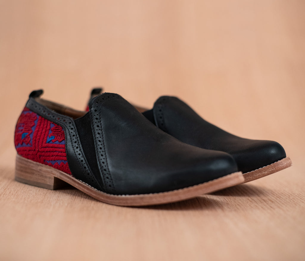 Black leather dance shoes with red and purple textile - TOCO MADERA - Handcraft shoe from Mexico - Handmade shoe
