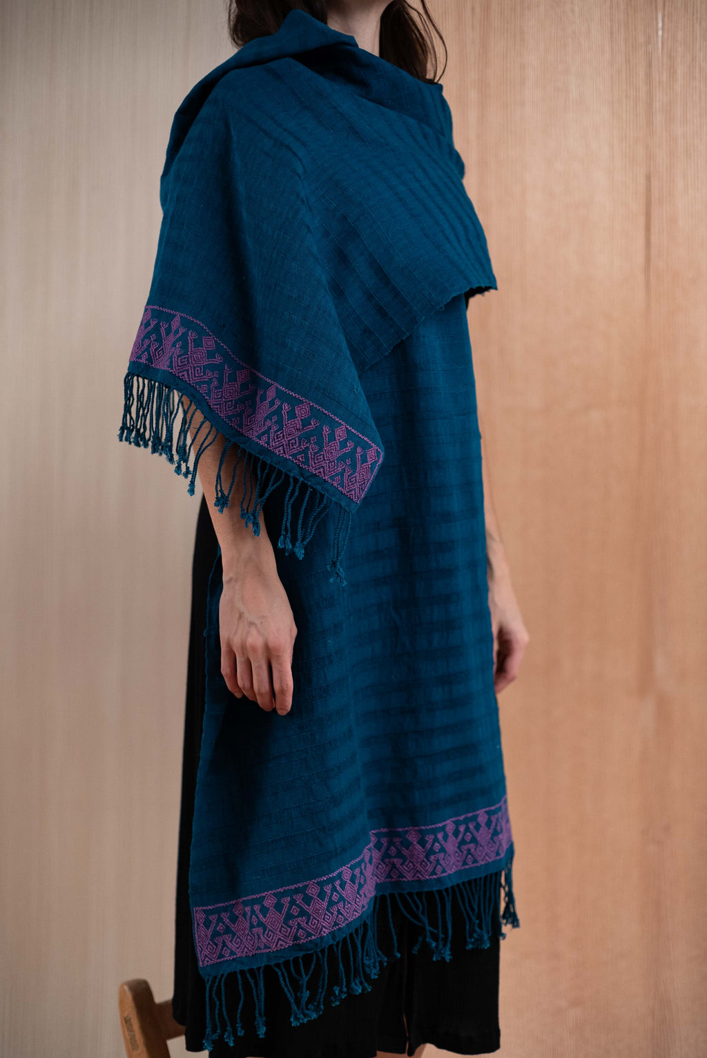 Scarf / poncho with Chiapas Blue loom with Purple details - TOCO MADERA - Handcraft shoe from Mexico - Handmade shoe