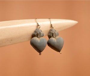 Mud Earrings gray heart - TOCO MADERA - Handcraft shoe from Mexico - Handmade shoe